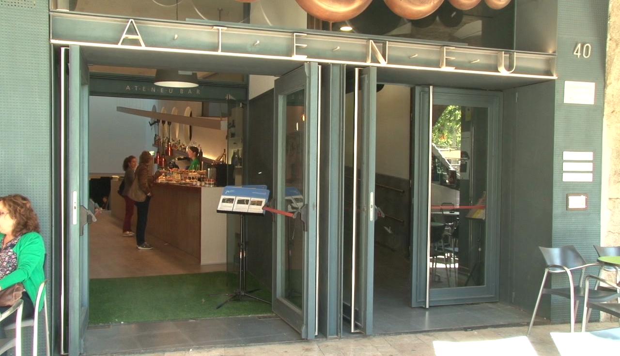L'Ateneu Bar recupera l'activitat habitual després de tornar a obrir ara fa una setmana
