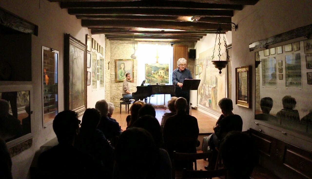 El Taller Joan de Palau s'omple durant una vetllada poètica a càrrec d'Albert Pons